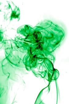 흰색 바탕에 녹색 연기