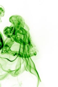 白い背景の緑の煙