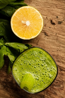 Green smoothie with cut lemon