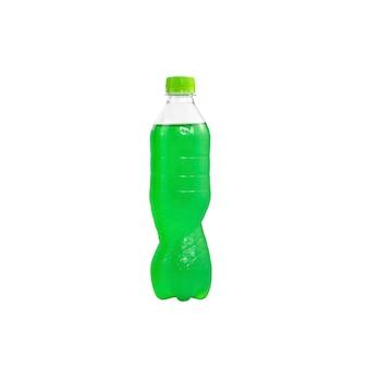 分離されたペットボトルの緑のスパークリングウォーター