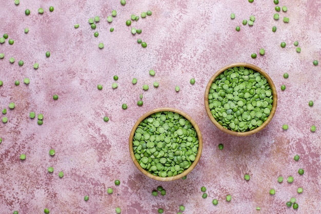 Piselli spezzati verdi, vista dall'alto