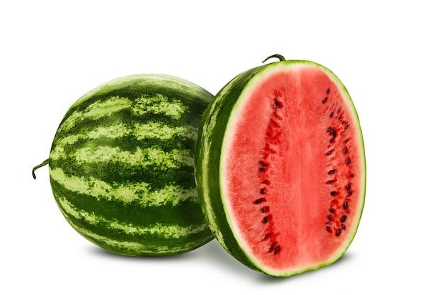 Зеленый полосатый арбуз с половинкой