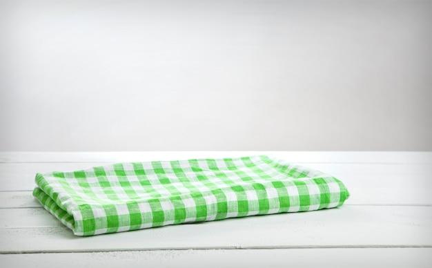 製品のモンタージュのテーブルの上の緑のテーブルクロス