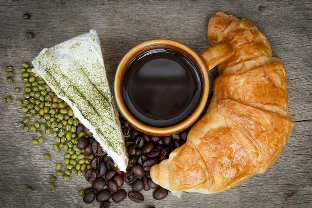 Зеленый торт чая и фон кофе