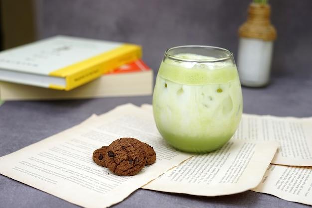 緑茶抹茶ラテとクッキー