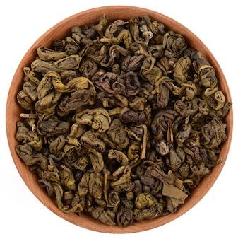 Зеленый чай на белом фоне