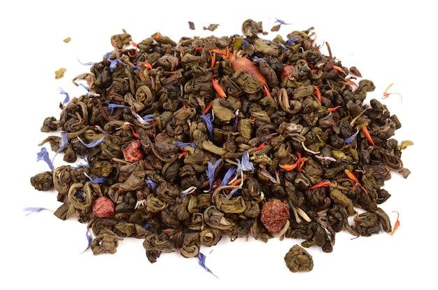 白い背景の上の緑茶