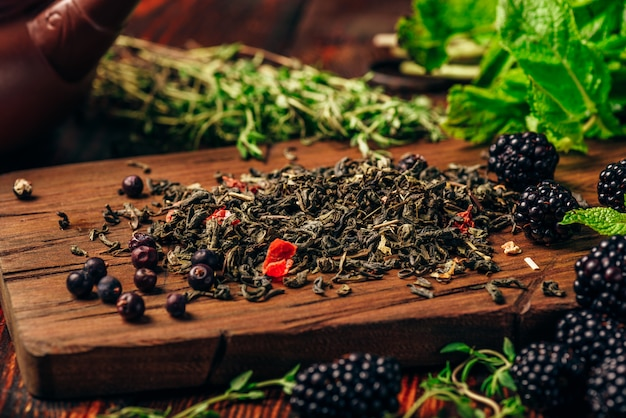 Green tea with blackberry, mint and thyme.