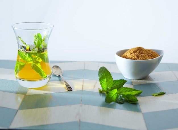 Зеленый чай с мятой в марокканском стиле