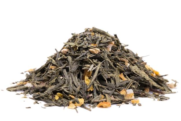 ヒマワリの花びらと緑茶は白い背景にバーベナ生姜とレモンスライスを残します