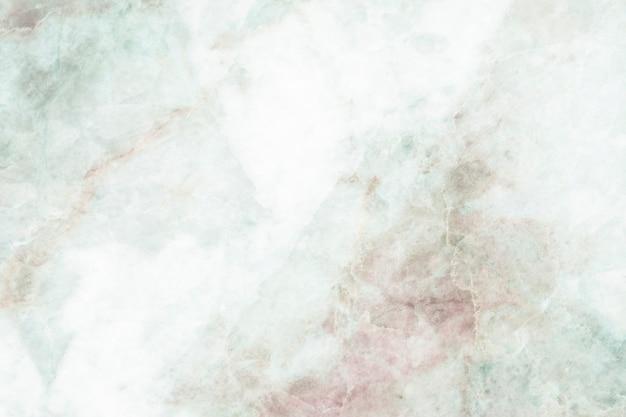 赤い染みの背景を持つ緑の織り目加工の大理石