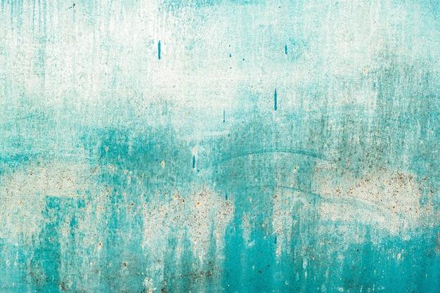 녹색 조수, 파란색 오래 된 나무 질감 배경입니다. 거칠기와 균열. 프레임, 비네트.
