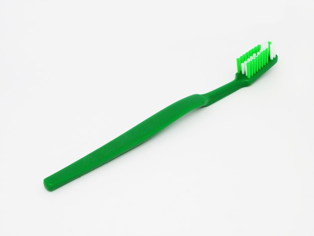 Зеленая зубная щетка, изолированные на белом фоне