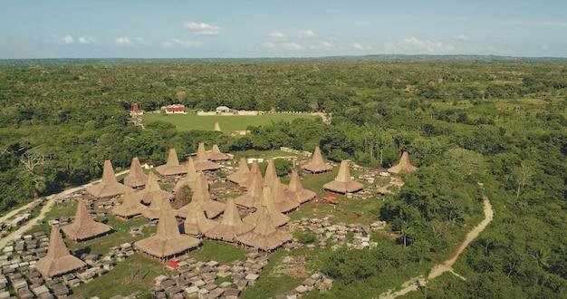 전통 가옥 마을 조감도 녹색 열대 숲
