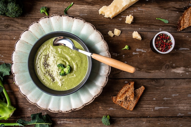 Green vegetable cream soup, with broccoli and parmesan