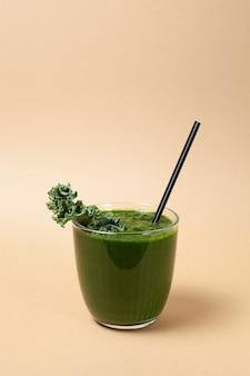 Зеленый овощной сок или смузи из капусты