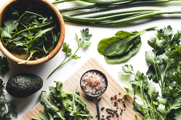 녹색 채소와 과일, 아보카도, 라임, 양배추, 파슬리, 오이, 딜, 양파, 샐러드, 시금치
