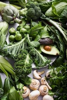 Зеленые овощи плоские лежат здоровый образ жизни