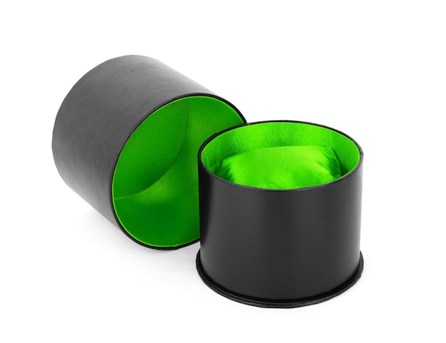 白い背景の上に分離されたリング用の緑のビロードの箱