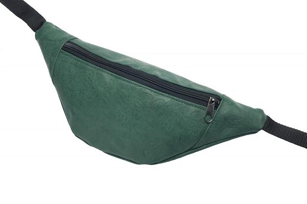 白い背景に分離された緑のウエストバッグ。