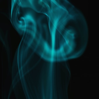 Fumo ondulato verde su sfondo nero