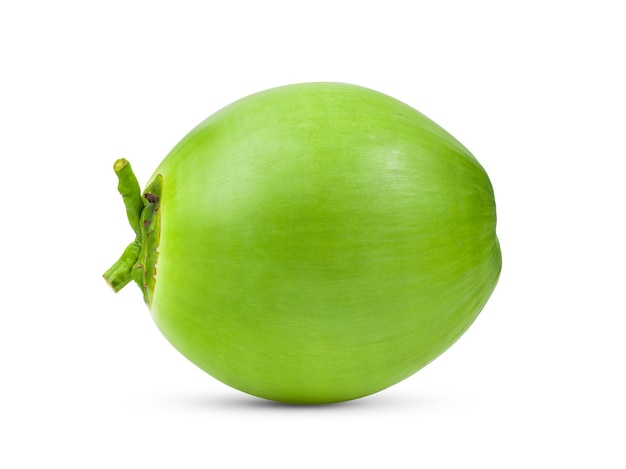 Зеленый молодой кокос, изолированные на белом фоне