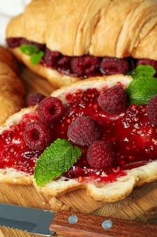 Зеленые цуккини и фрукты, крупным планом