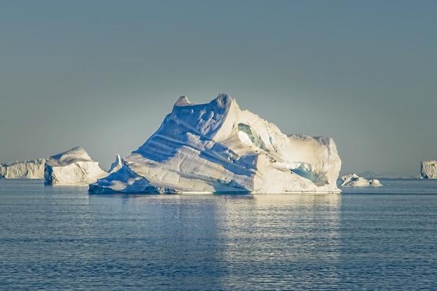 氷山とグリーンランドの風景