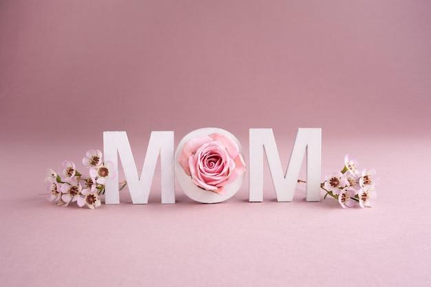 해피 어머니의 날 인사말 카드입니다. 계절 자연 배경. 뷰티 개념.