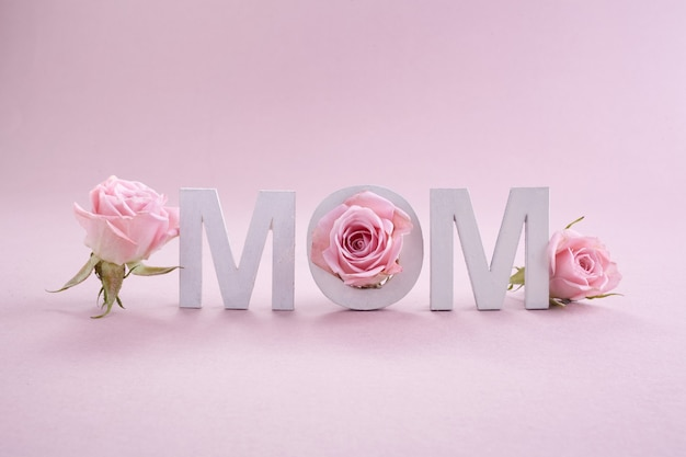 幸せな母の日のグリーティングカード。季節の自然の背景。美容コンセプト。