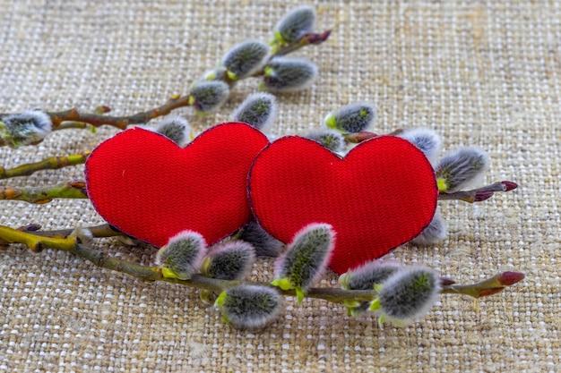 赤いハートと柳のイヤリングとバレンタインデーのグリーティングカード