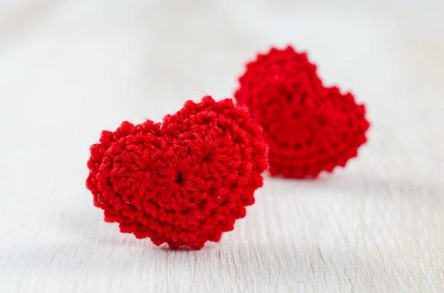 Открытка на день святого валентина с красными сердцами