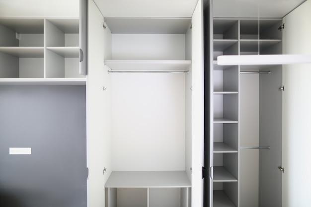 Серый и белый цвета