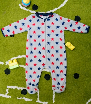 Grey baby pajamas spotted with red and blue stars