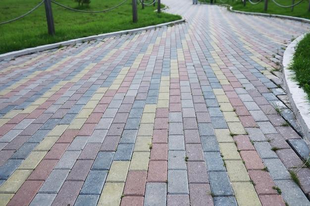 Серый брусчатка для пешеходной дорожки заделывают вид сверху текстуры