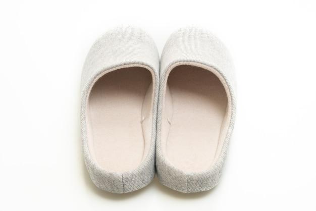 흰색 표면에 고립 된 회색 구두