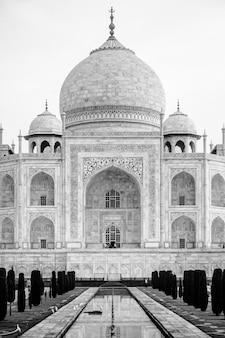 Greyscale vertical closeup shot of taj mahal building in agra india