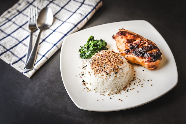 Grill chicken breast and rice with sesame on top
