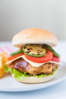Гриль-куриный бургер