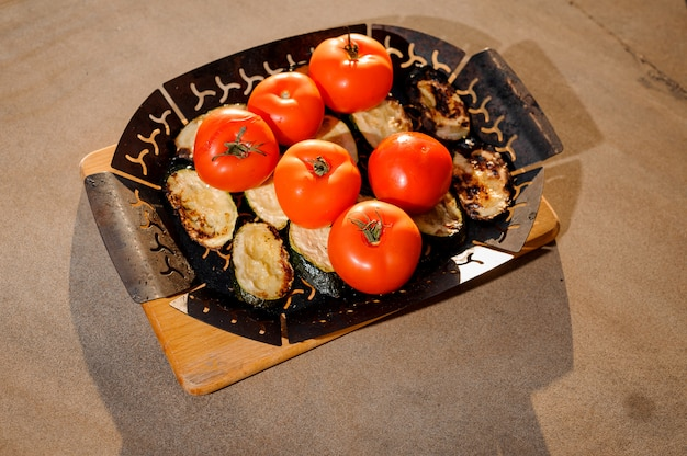 Grill plate with grilled egg-plants and fresh tomatoes