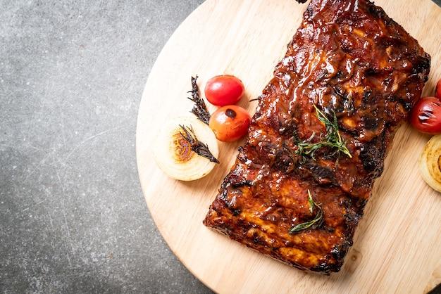 구운 바베큐 갈비 돼지 고기