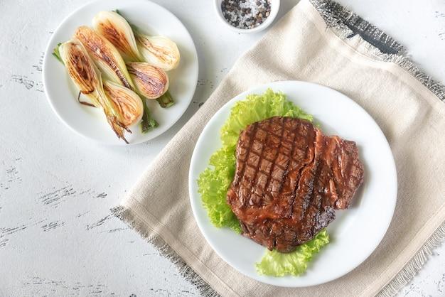 牛肉のグリルステーキ