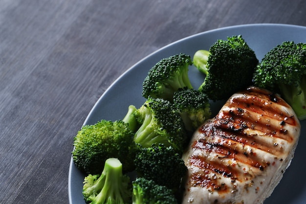 Grilled chicken breast with broccoli