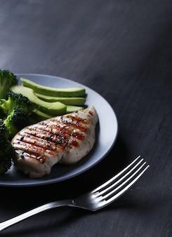 鶏胸肉のブロッコリー焼き