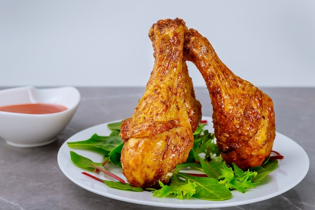 버팔로 소스로 절인 구운 닭고기 나지만.