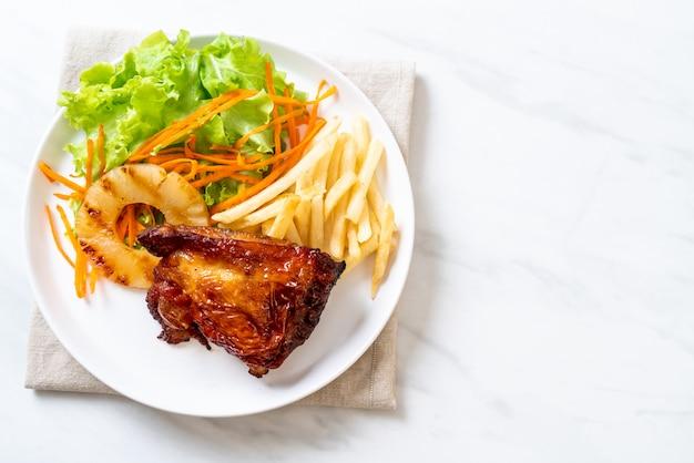 Куриный стейк на гриле с овощами