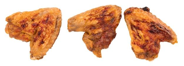 Куриные крылышки на гриле изолированные