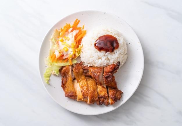 鶏の照り焼きソースとご飯