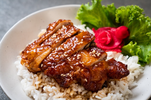 Grilled chicken with teriyaki sauce on topped rice