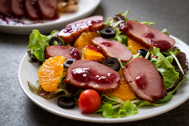 Grilled duck breast salad